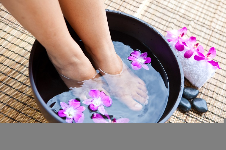 Smelly feet cure with home remedies