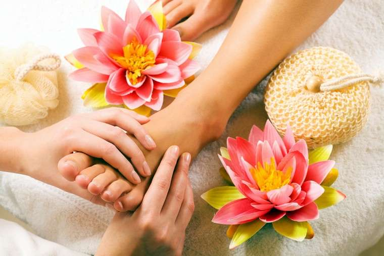 Swollen feet treat with natural ways
