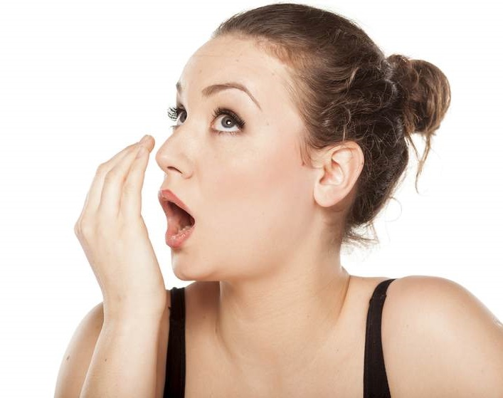 Cure bad breath with effective home remedies