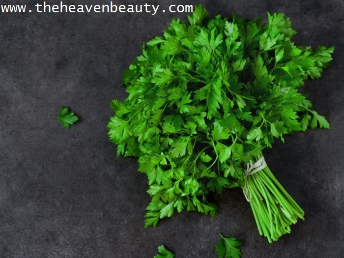 Parsley leaves to cure bad breath