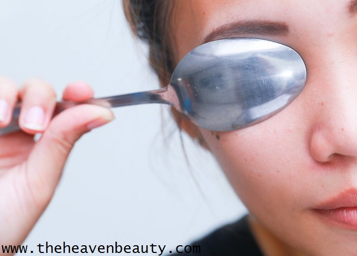 Spoon to treat puffy eyes