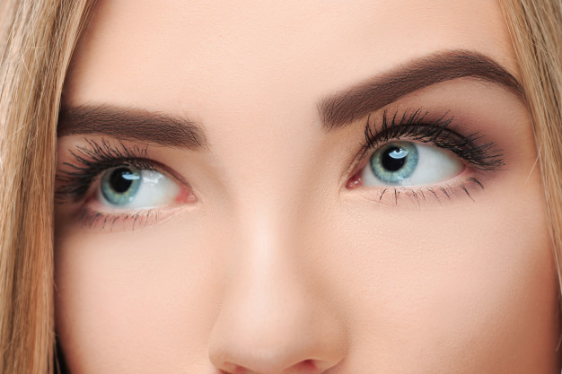 Castor oil for eyes – 5 Secret Beauty Benefits